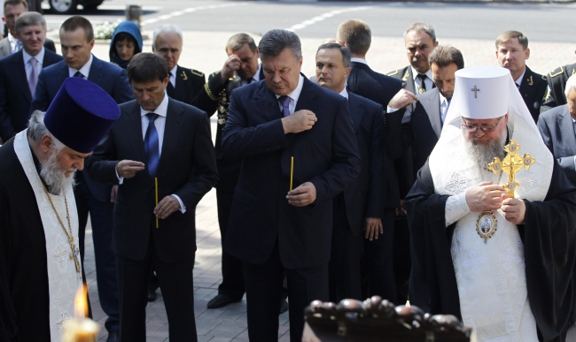 Оцеплена часовня Святой Варвары – президент молится.