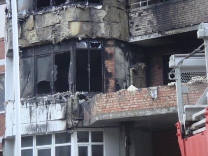 Козырёк второго этажа - возможное место очага возгорания